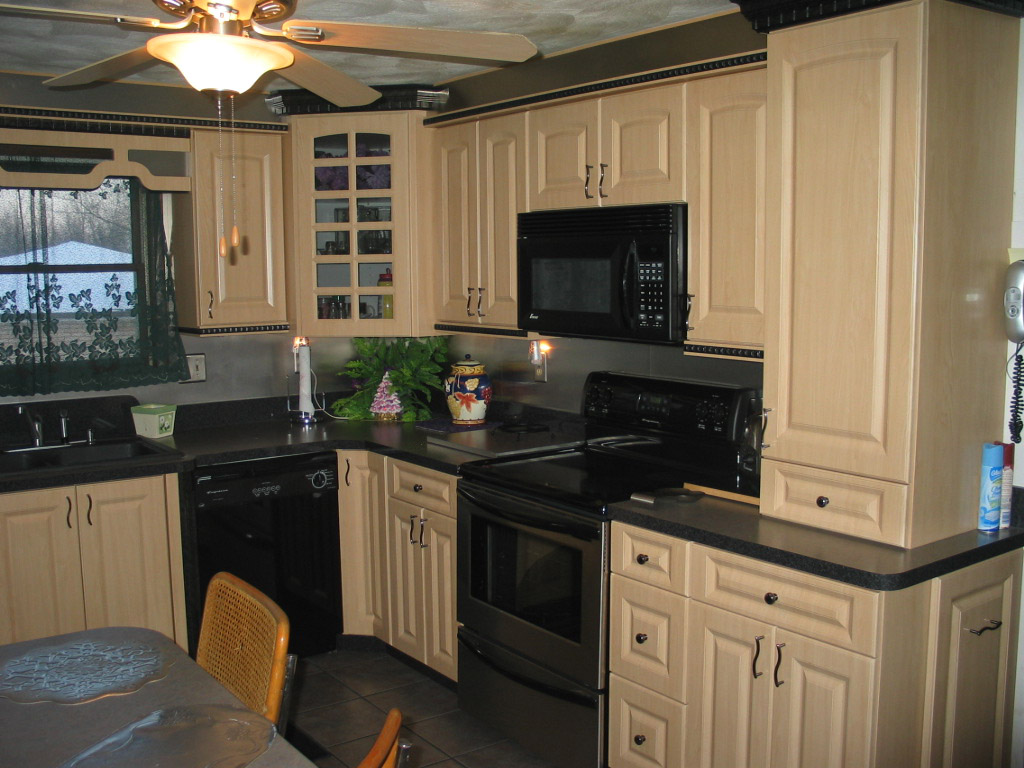 kitchens1 kitchens with maple cabinets Maple Kitchen